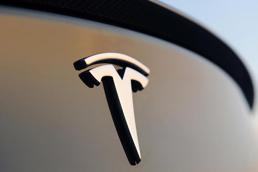 特斯拉申请新专利 用激光清洁汽车玻璃和太阳能电池板