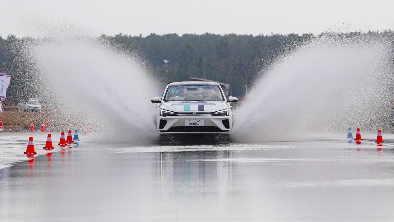 "性能为王o⊙⊙ω⊙ ▼,""7冠王""R ER6闪耀2020 CEVC中国新能源汽车大赛!"