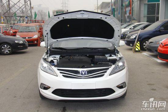 动力方面:长安逸动先期上市的7款车型均为1.6L,其采用了重庆长安汽车股份有限公生产的JL478QEB型汽油发动机。这款发动机的排量为1598ml,新车最大亮点就在于应用了BLUE CORE技术,具有DVVT双可变气门正时系统和STT智能节油系统,其最大功率可以达到91kw,最大扭矩在160Nm左右。   点评:长安逸动作为长安汽车旗下首款战略车型,无论是从外观方面还是内饰方面设计都十分讨巧,但是4速和5速变速箱恐怕很难满足现今的消费需求,能否在众多的竞争对手中有一席之地还要看厂家的宣传和配套服务。