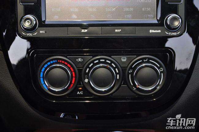 外观方面,全新景逸X5的变化集中体现在车前脸部分,前大灯、前进气格栅、前防擦板样式均经过重新设计,整体来说更具现代感。    内饰设计上,全新景逸X5也有明显改变,中置仪表盘回归传统设计,挡杆位置有所下移,车内做工小幅提升。    动力方面,新车将搭载的是一台全新的1.