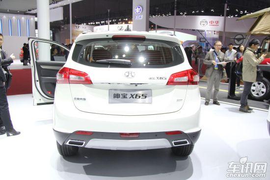 采用承载式车身结构,全车高强度钢使用比例达到了64%