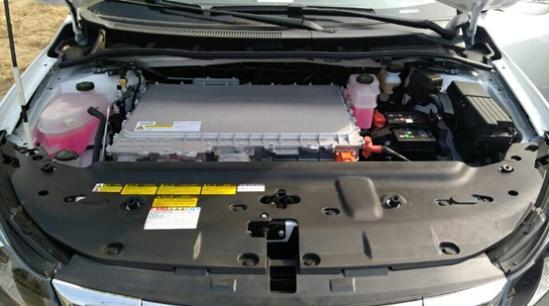 比亚迪e5配备的电动机最大功率160千瓦,峰值扭矩达到310牛米,新车最高