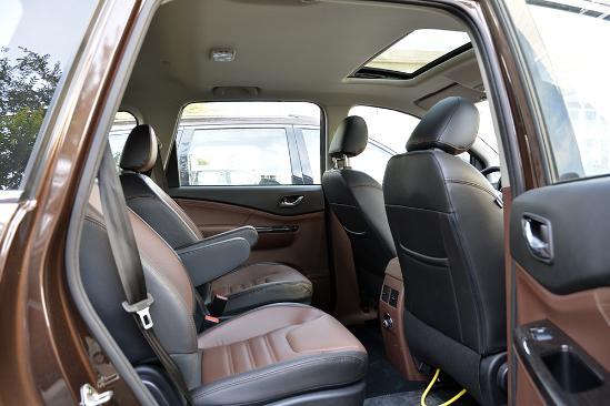 东风风行SX6 最新7座SUV实用新旗舰型