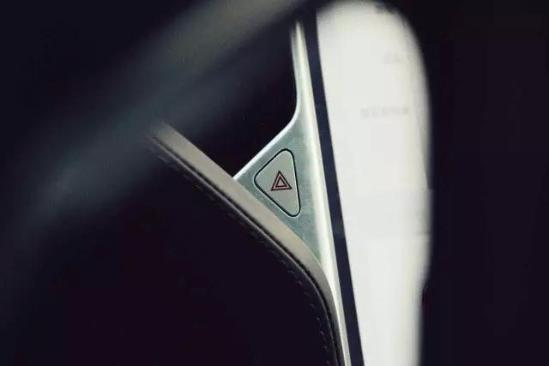 "雨中""触电"" Fastlane实拍Tesla Model S"