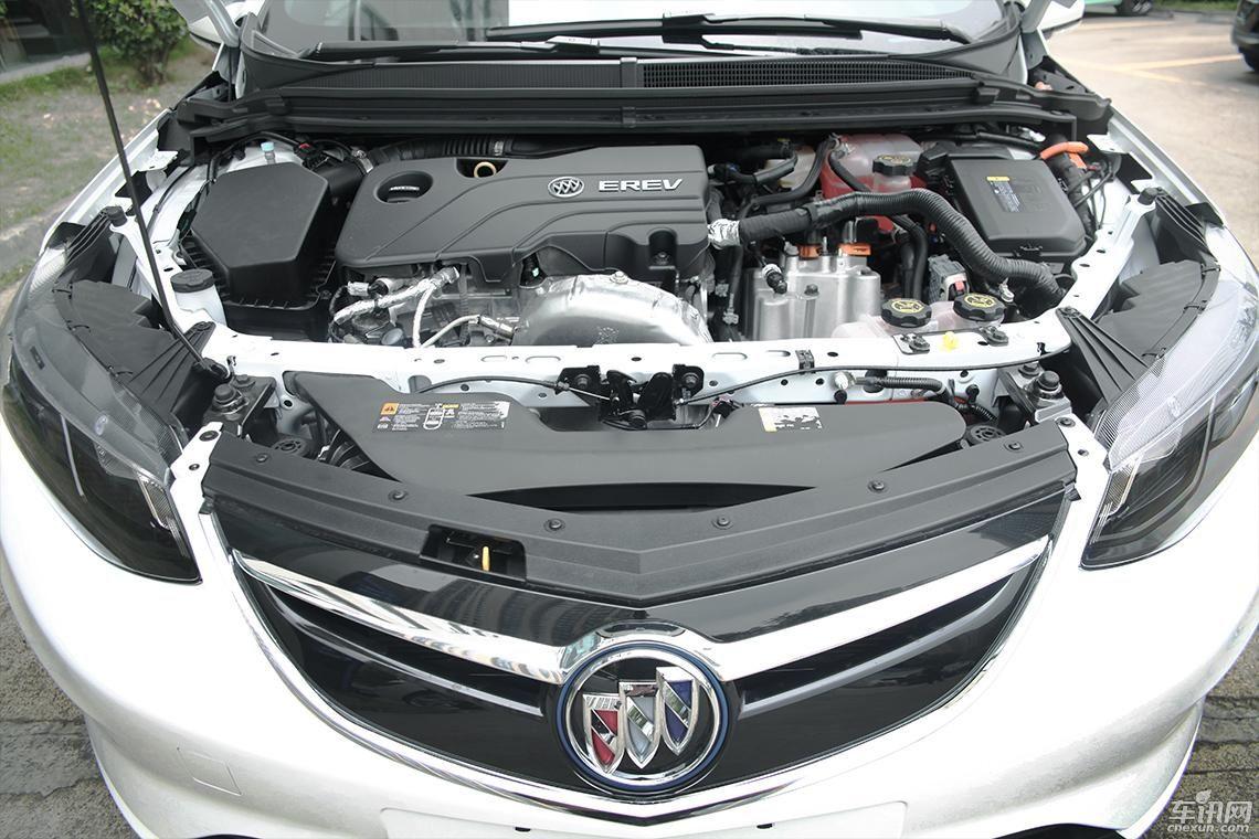 机,逆变器和控制器的电驱系统,以及容量为18kwh的三元锂电池组构成.