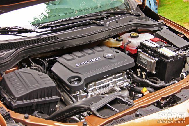 雪佛兰科沃兹搭载了一台1.5L自然吸气四缸发动机,最大功率83kW。传动系统匹配5速手动和6速手自一体变速箱,并配备有发动机启停系统。悬架方面,新车采用扭力梁非独立后悬架设计。(文/车讯网武汉 赵英)   注:汽车市场价格多变,文章内的价格信息为编辑在市场上采集到的当日实时价格,以当日为准。同时此价格是经销商的个体行为,所以文中价格仅供参考。另外,文中图片为车型资料图片,价格信息与图片拍摄地点无关。