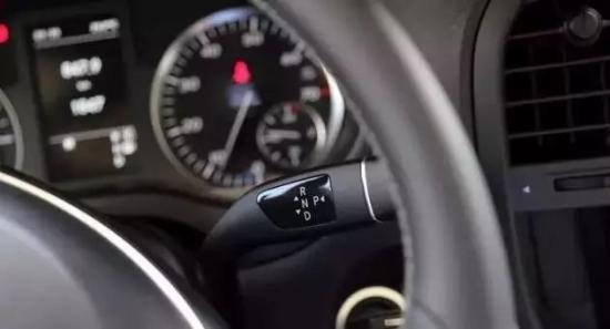 最新款奔驰威霆商务车促销赛过丰田埃尔法