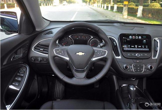 内饰用料细腻,各基础性配置车辆均有搭载。而在娱乐系统上,实拍车型搭配7英寸液晶显示屏,支持Apple carplay等功能,后排出风口、USB充电接口等配置一应俱全。2018款迈锐宝XL在配置上虽称不上非常丰富,但各项基本功能均有搭载,而全车真皮电动座椅、双区自动空调以及多媒体系统的配备更是让该车拥有了更强的竞争力。
