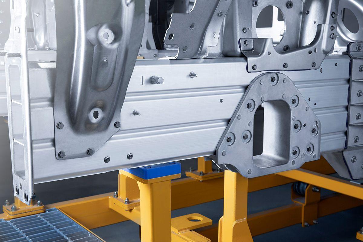 全铝构架达96.4% 探究蔚来ES8的安全结构
