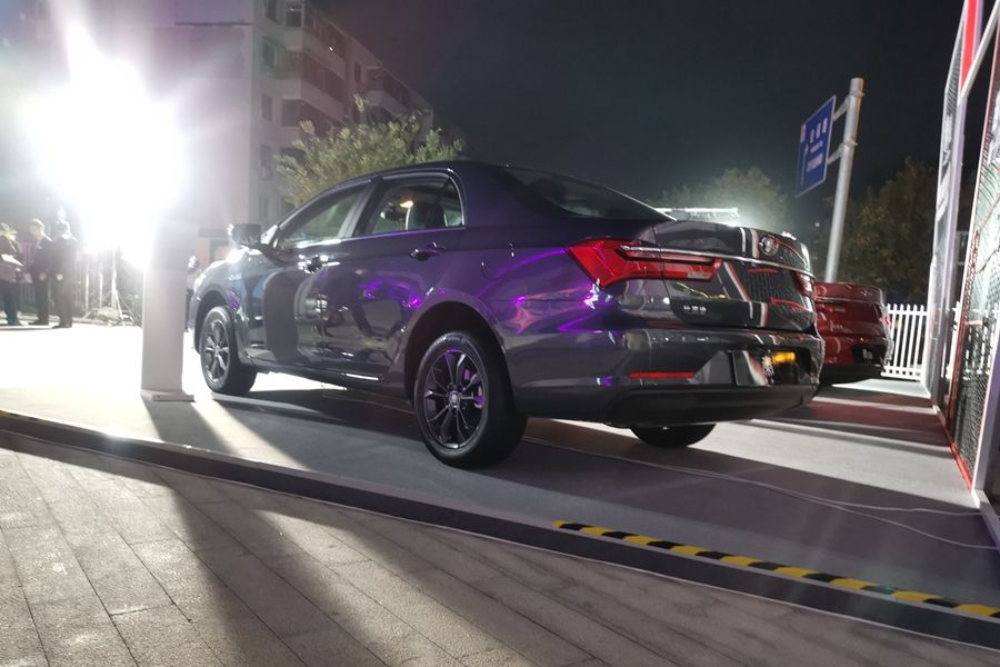 比亚迪全新秦/秦EV正式上市 售价5.99万元起
