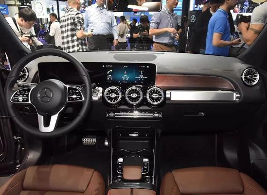 豪华紧凑SUV标杆之争!奔驰GLB和宝马X1选谁?