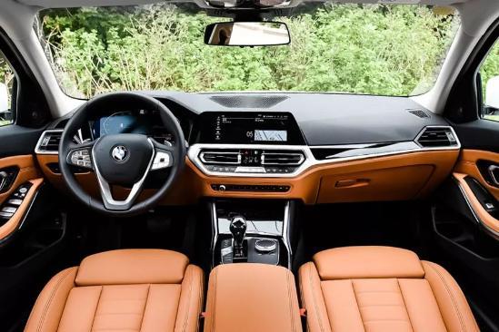 在国内月度豪华轿车销量榜上也屡获冠亚军