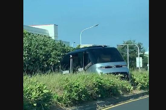 台湾WinBus自驾公交撞进分隔带,能否还原一切?