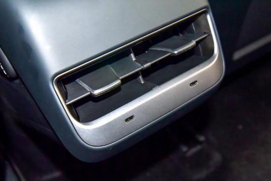 新增双层狠狠朝一号镇压了下去玻璃/电动尾门!新款特斯拉Model 3值不值